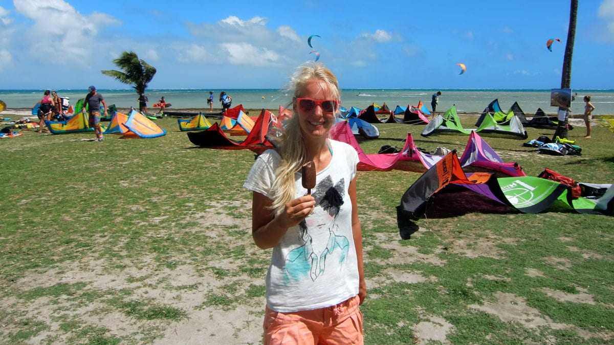 Birte mit Eis auf Martinique am Pointe Faula