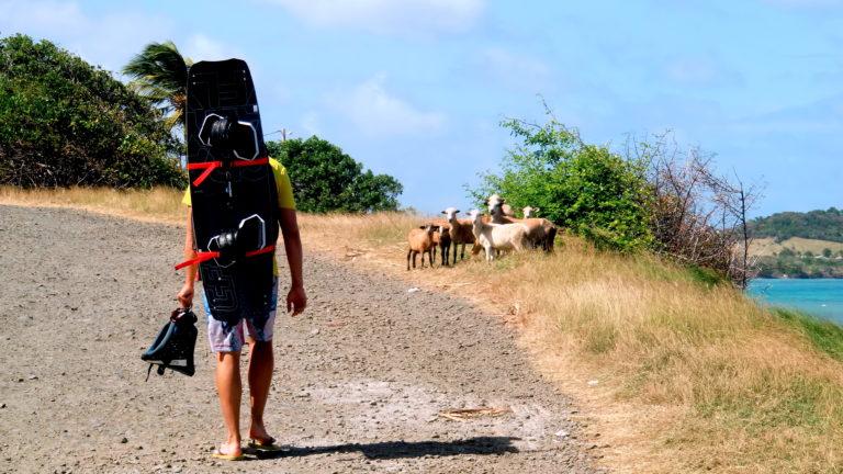 Gunnar mit Kiteboard auf Martinique
