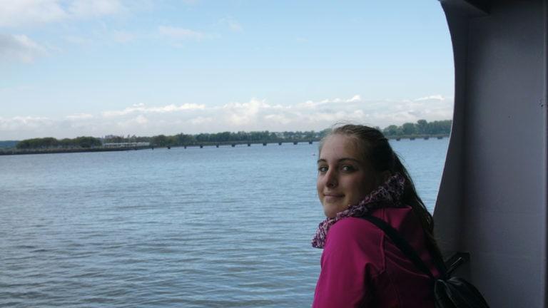 Julia auf der Fähre nach Liberty Island