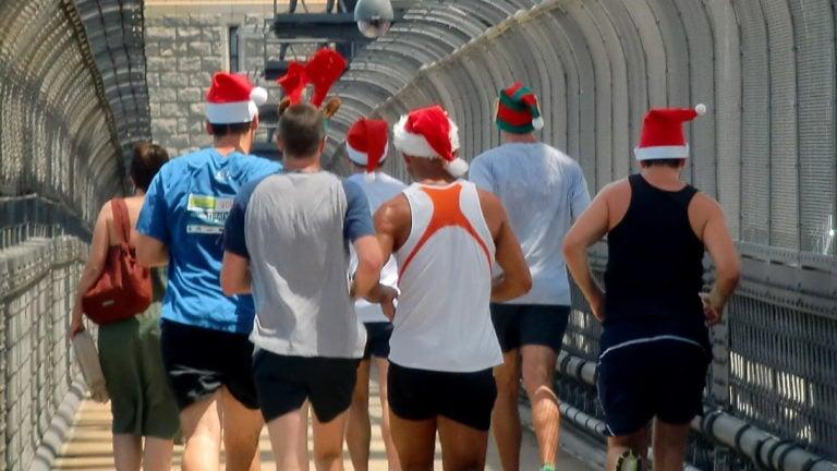Weihnachtsmänner in Sydney in Australien