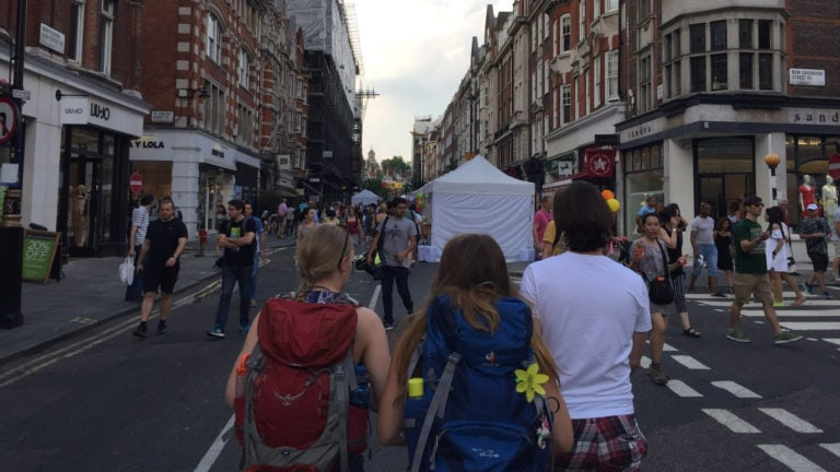Backpacker in der Gruppe in London