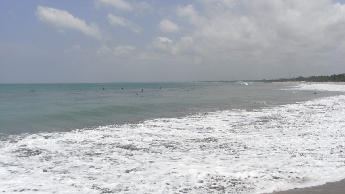 Surfer am Strand von Bali