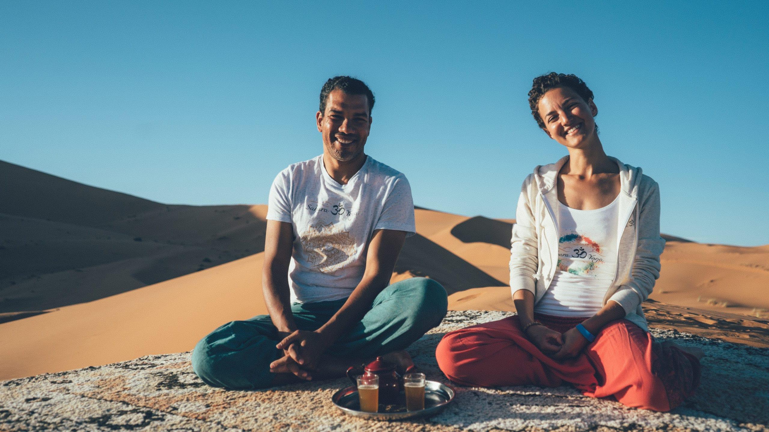 Barak und Ayla in der Sahara auf einer Düne