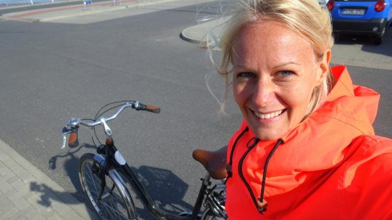 Birte mit Fahrrad auf Amrum