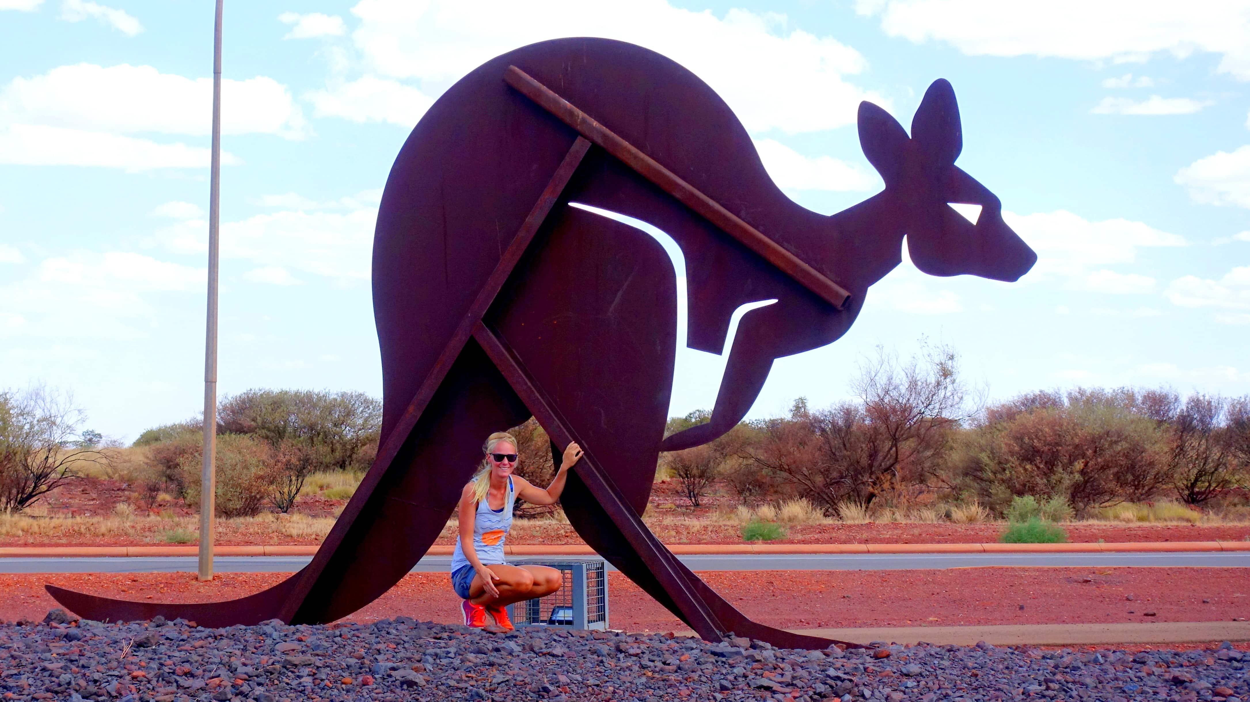 Birte mit Känguru in Australien