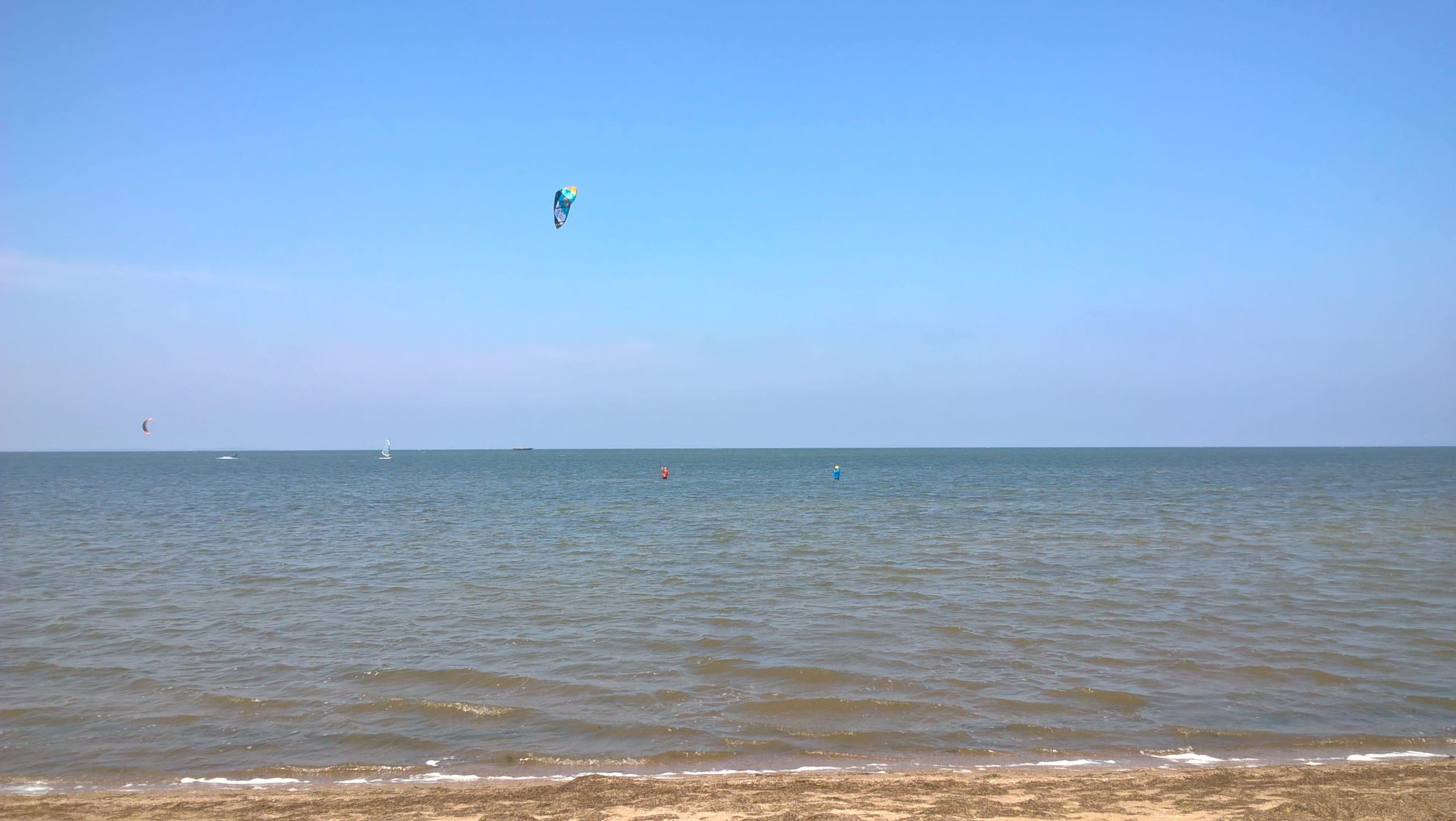 Birte beim Kitesurfunterricht in Loissin bei Boardway