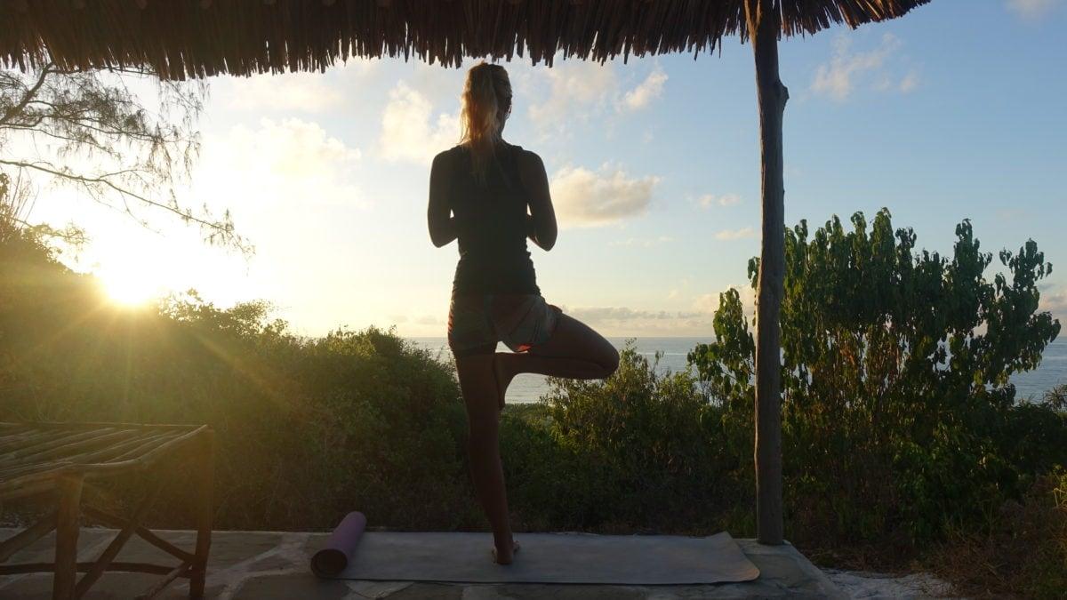 Birte beim Yoga in Kenia