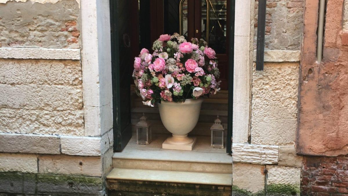 Ein Blumenstrauß in Venedig