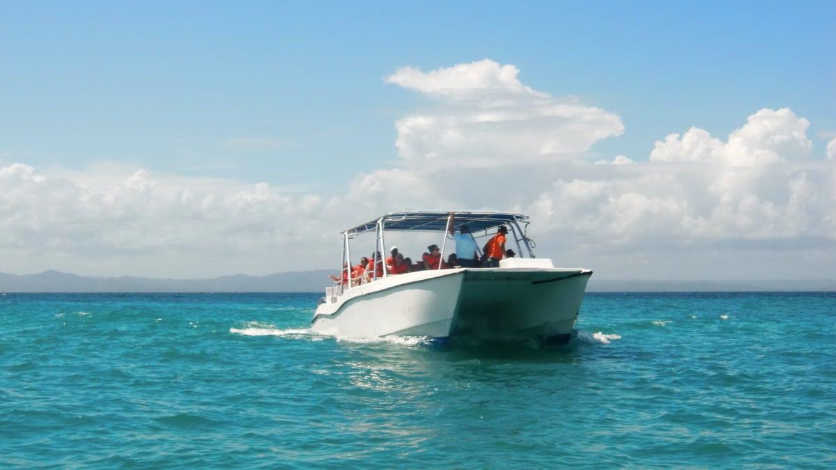 Boote auf Waltour vor Samana in der Dominikanischen Republik