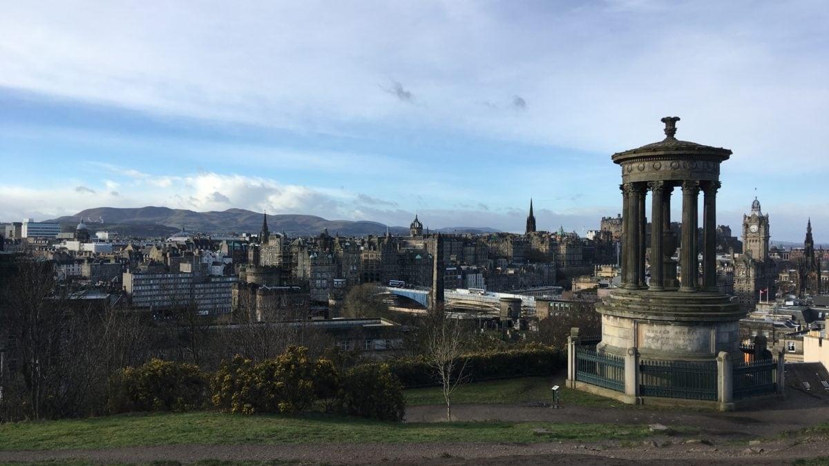 Das Dugald Stewart Monument auf dem Calton Hill in Edinburgh
