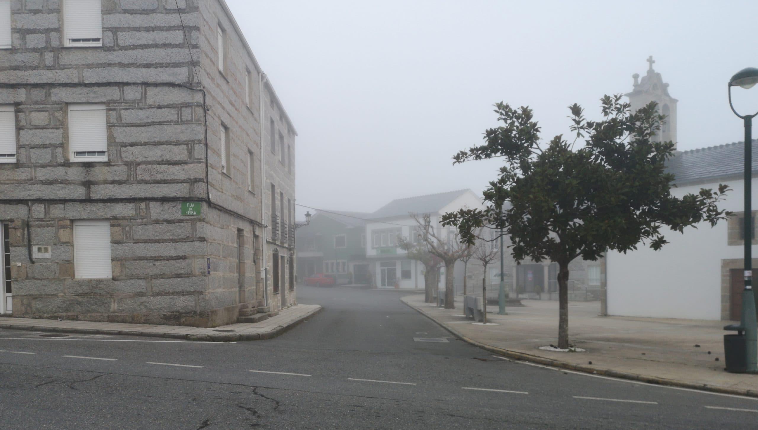 Camino Primitivo: Wieder einmal brechen wir im Nebel auf.
