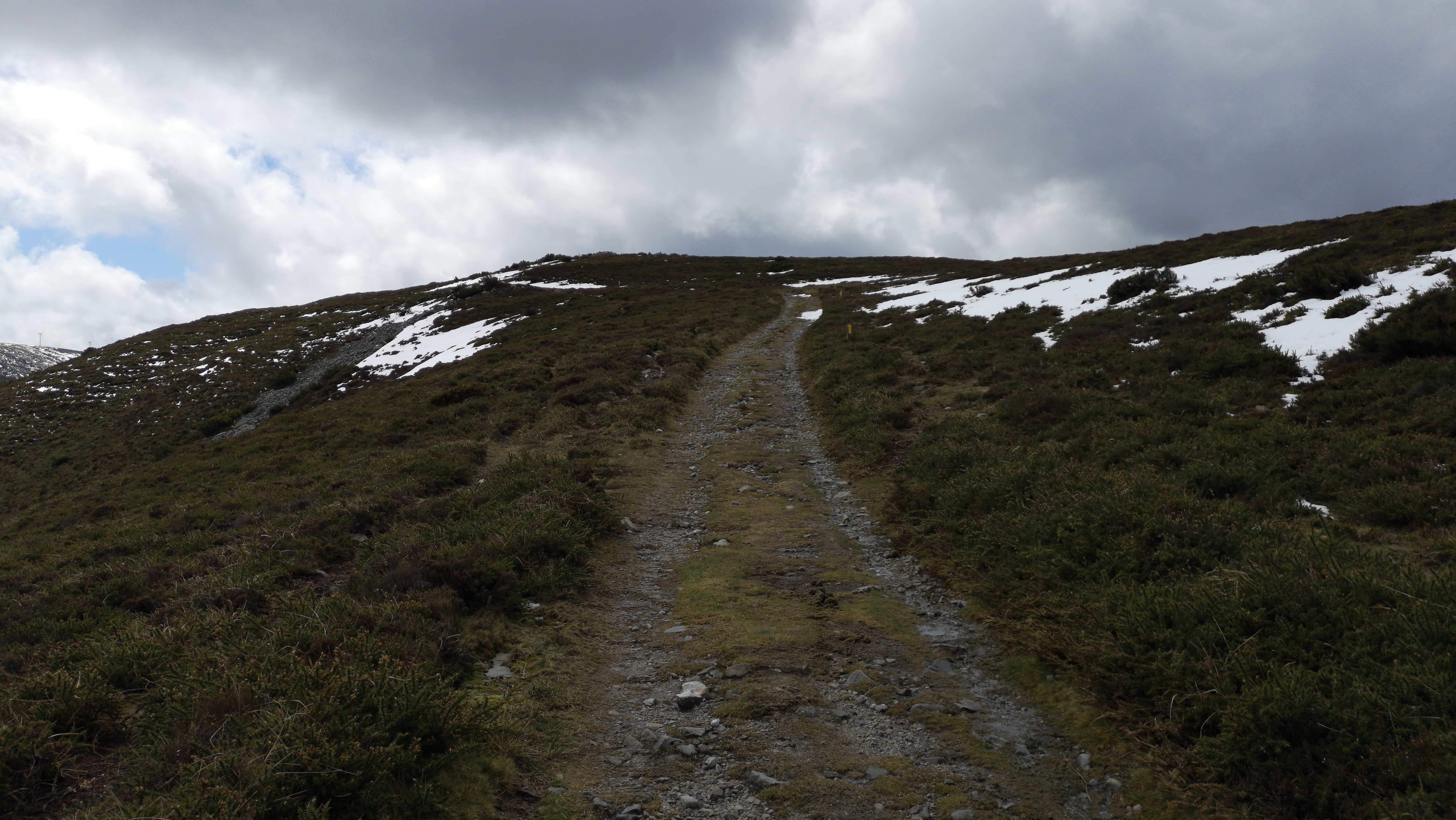 Oben auf dem Camino Primitivo liegt noch Schnee