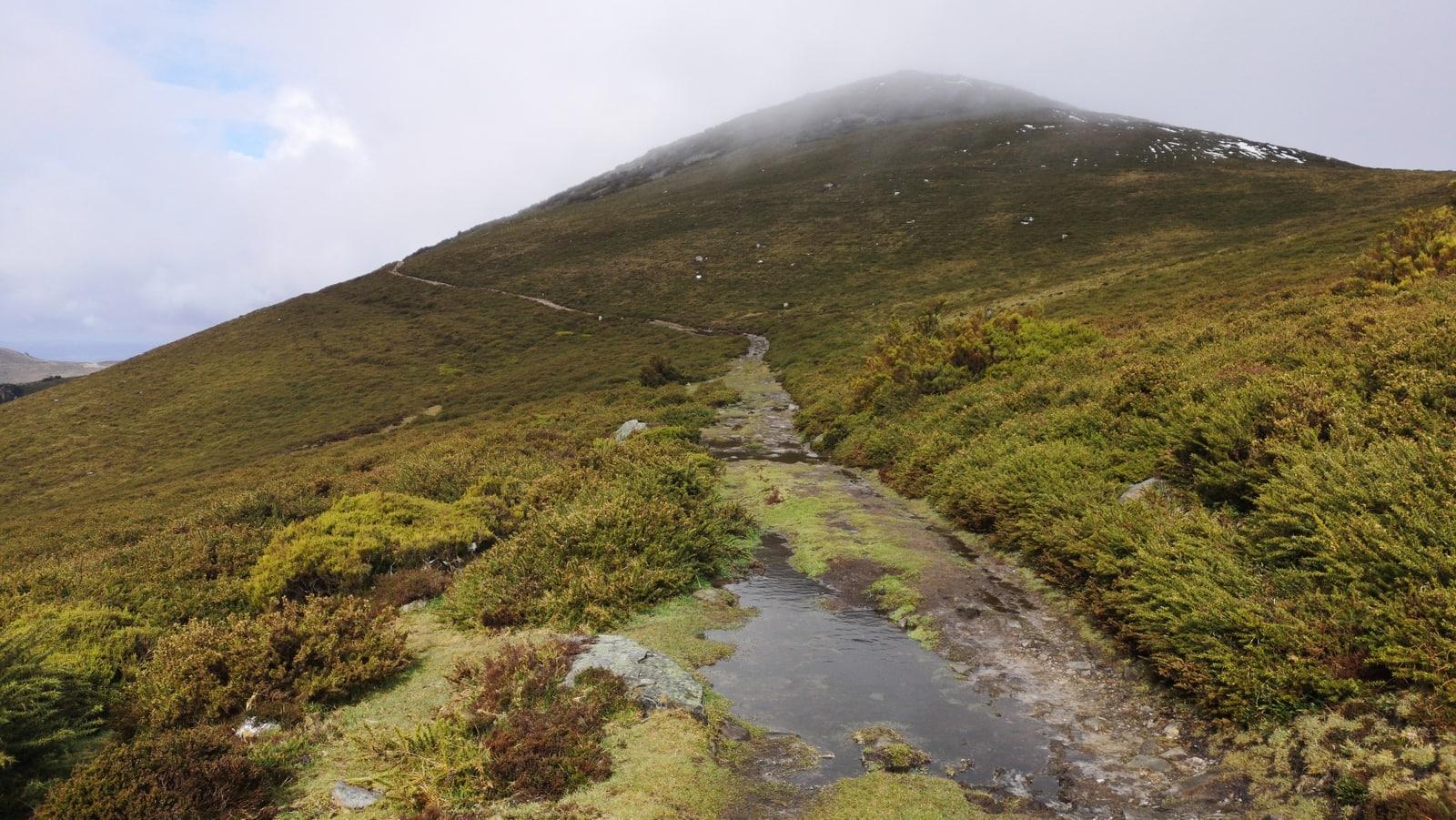 Beim Aufstieg Camino Primitivo zieht der Himmel zu