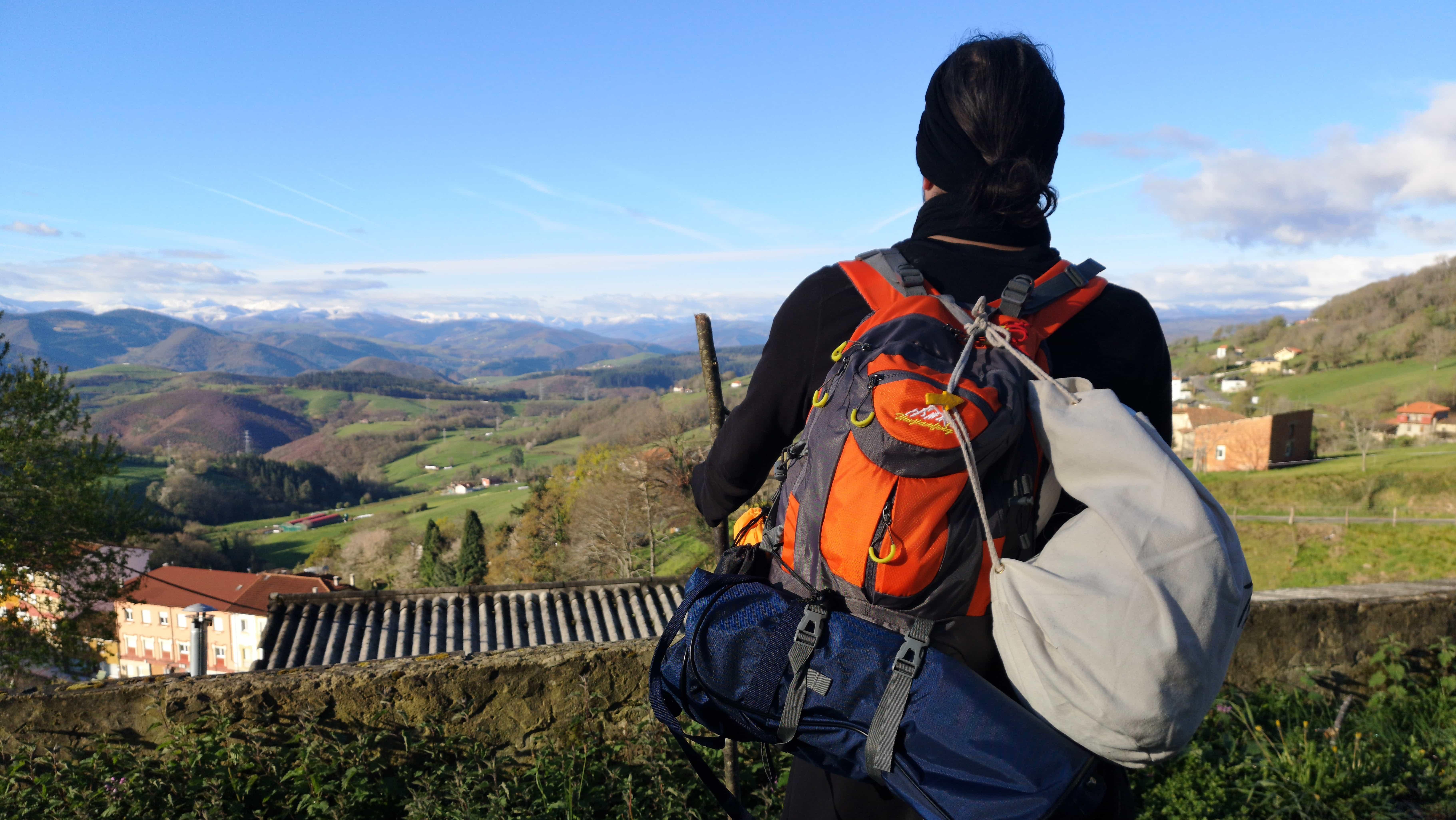 Stefan Schiefer schaut in die Berge