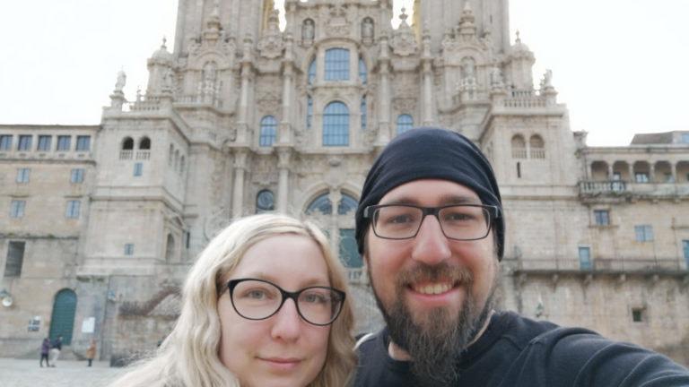 Endlich am Ziel: Stefan und Esther vor der Kathedrale von Santiago de Compostela.