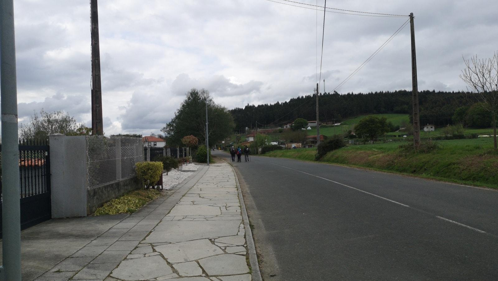 Von der Einsamkeit des Primitivos bleibt nicht mehr viel übrig, denn hier treffen der Camino Primitivo und der Frances zusammen.