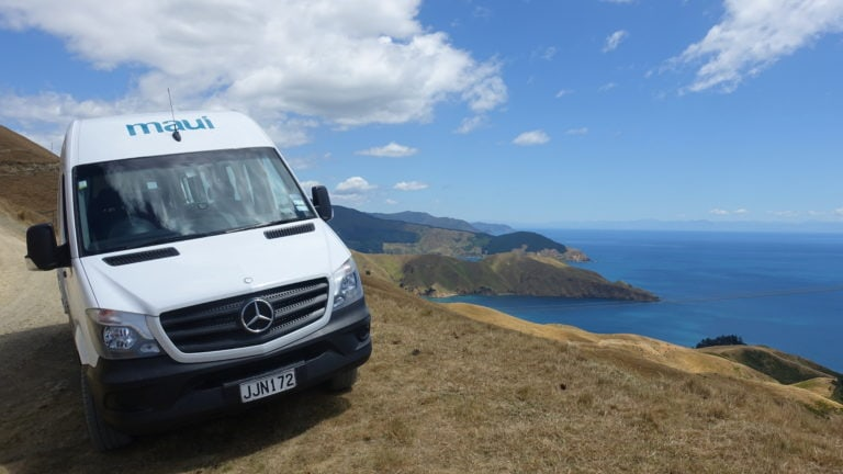 Maui Camper auf dem French Pass in Neuseeland