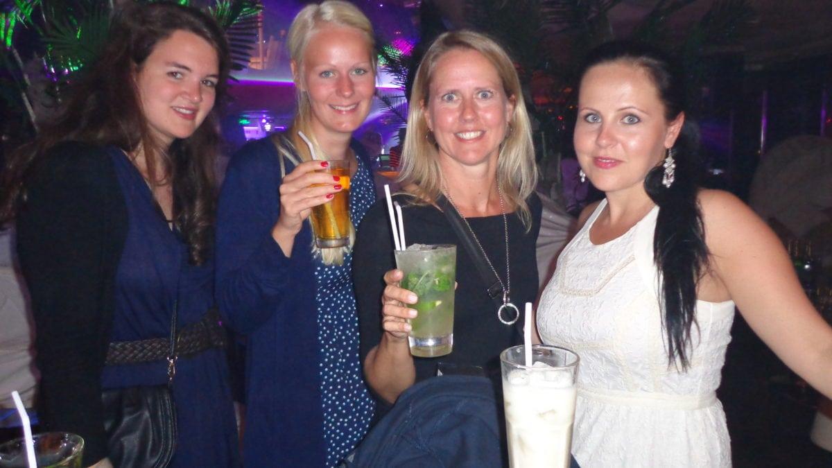 Verena, Birte, Marie und Maria beim Feiern in China