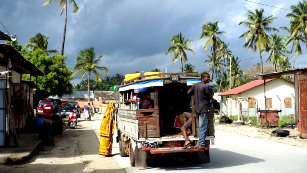 Eine Dalla Dalla in Paje auf Sansibar
