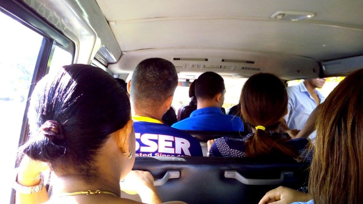 Fahrt mit dem Guagua in der Dominikanischen Republik
