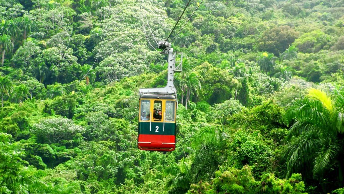 Mit der Seilbahn Teleferico, der einzigen in der gesamten Karibik, fahren wir hoch auf den Berg Isabel de Torres in Puerto Plata.
