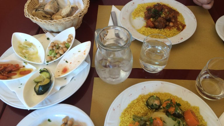 Couscous-Essen in Italien