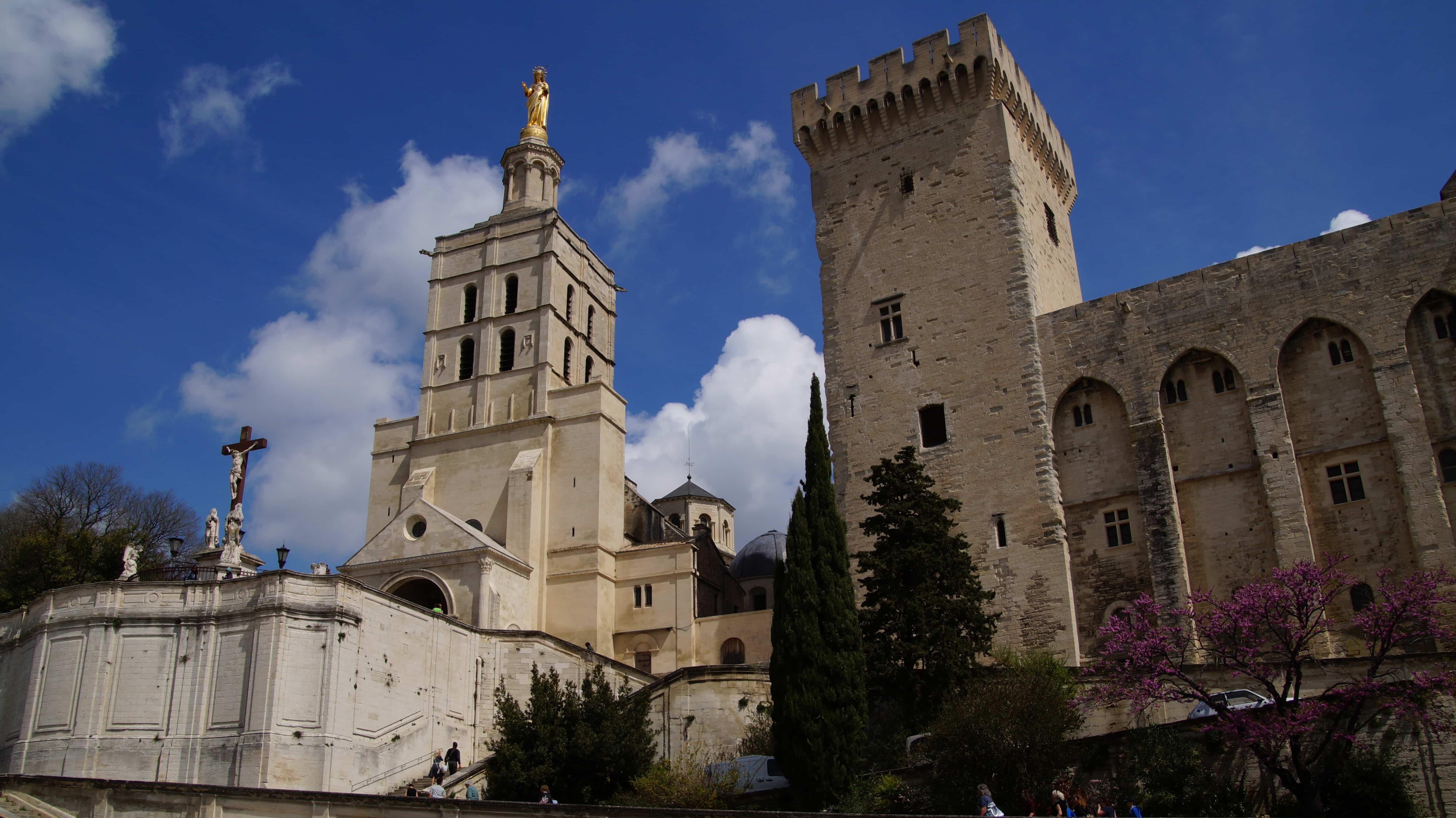 Historische Bauten in Avignon in Frankreich