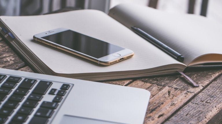 Mit Smartphone und Laptop papierfrei reisen