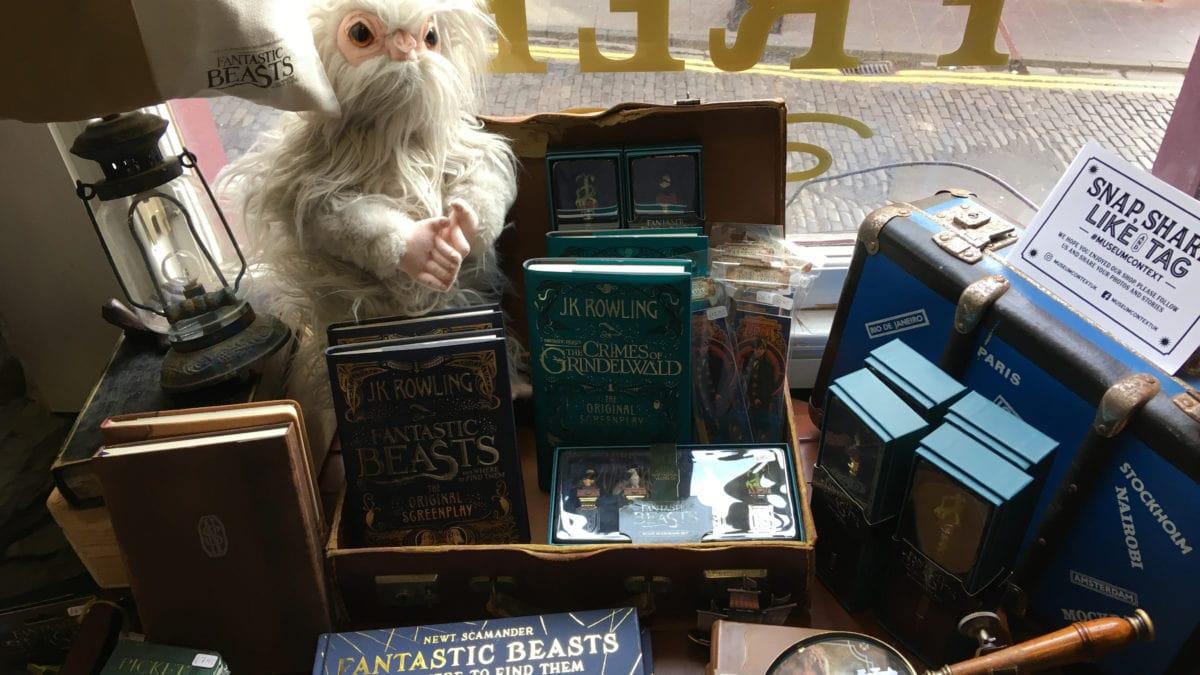 Schaufenster eines Harry Potter Shops in Edinburgh