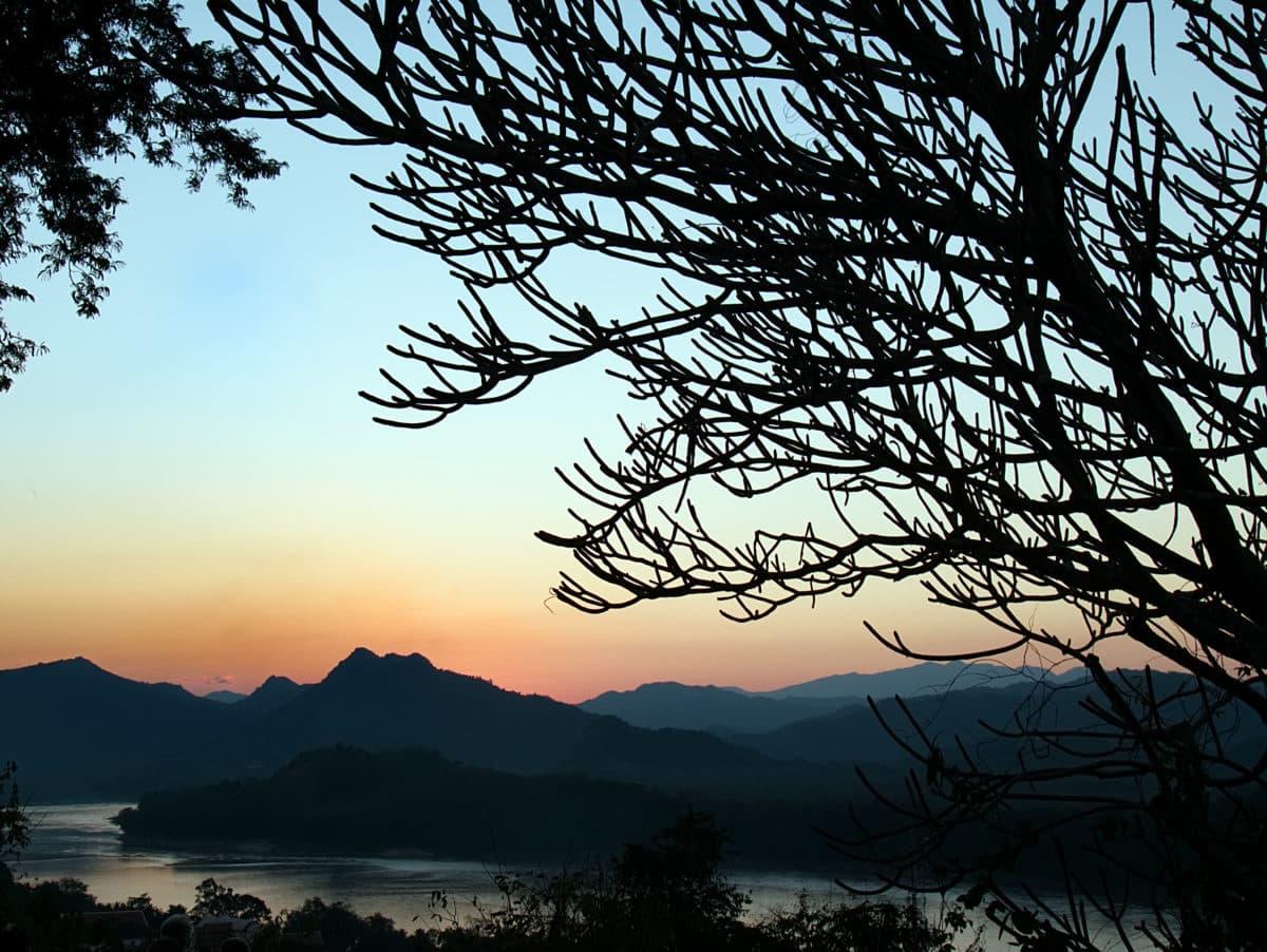 Sonnenschein über den Hügeln von Laos