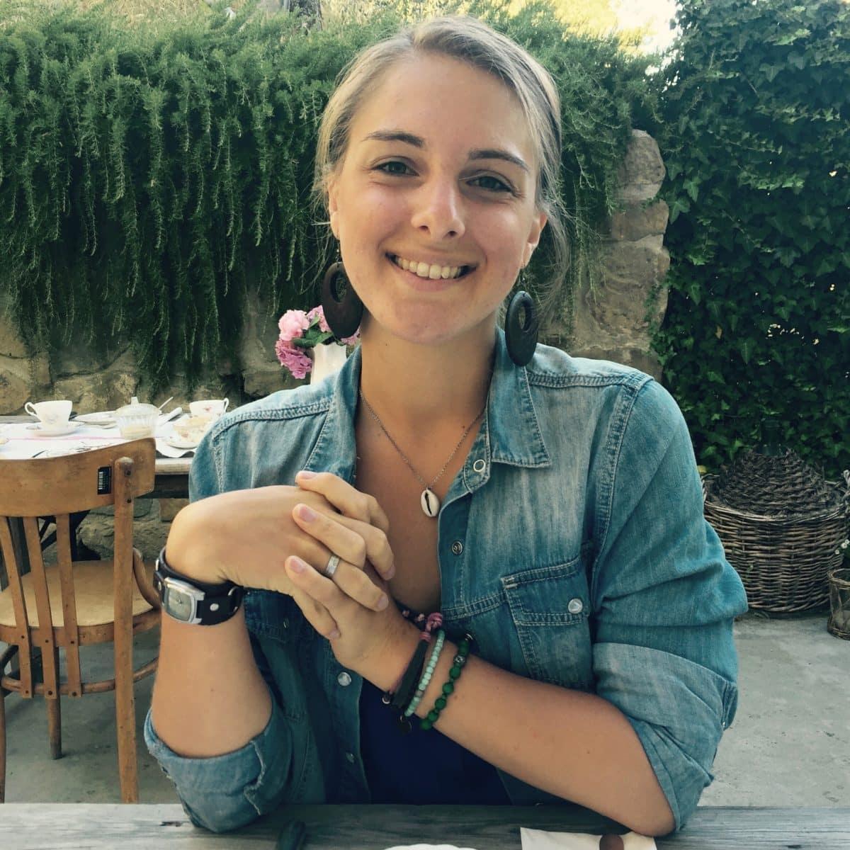 Julia beim Frühstück im Valdirose in der Toskana