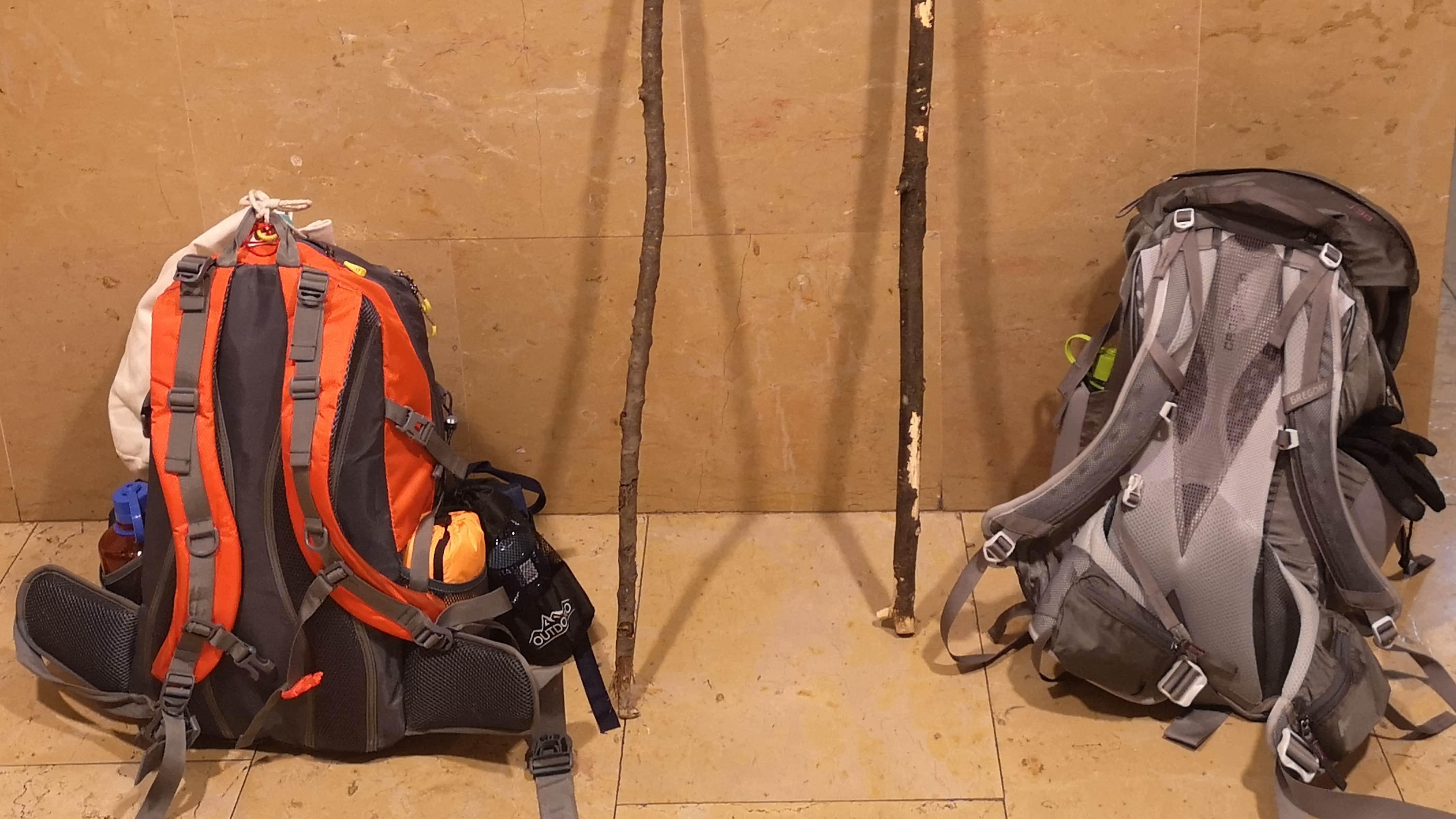 Die Rucksäcke für den Jakobsweg sind gepackt