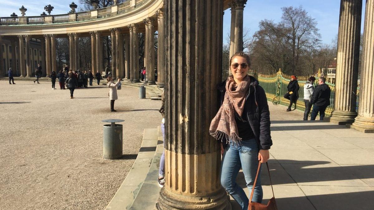 Julia in Potsdam bei Schloss Sanssouci