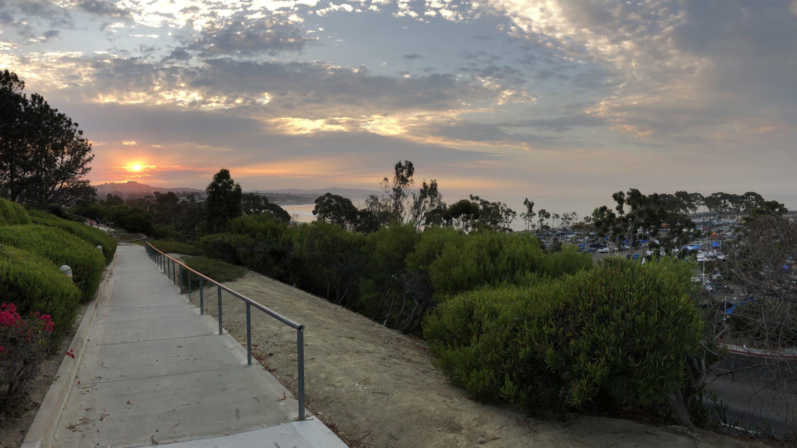 Der erste Morgen: Sonnenaufgang im Calicamp in Dana Point in Kalifornien