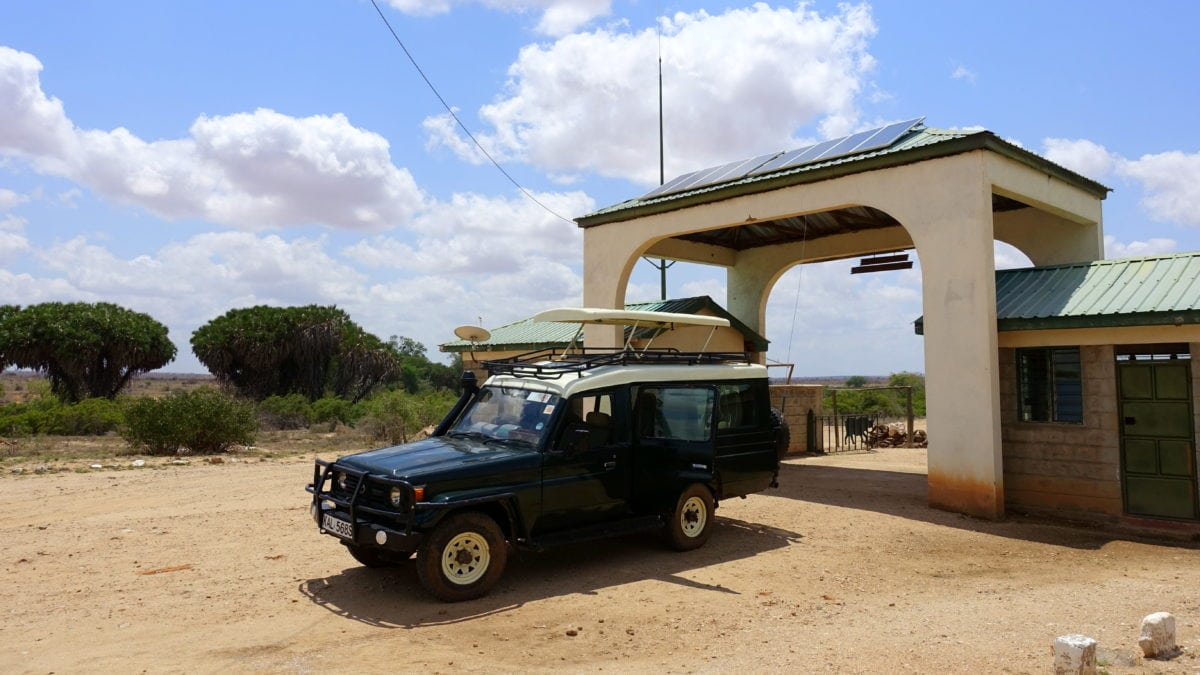 Mit dem Landrover im Tsavo East National Park in Kenia