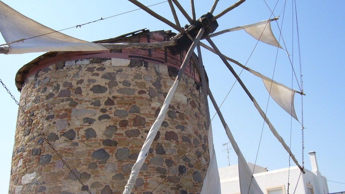Vorbei an einer Windmühle auf der Fahrradtour über Kos