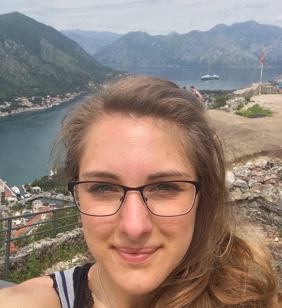 Julia in der Bucht von Kotor
