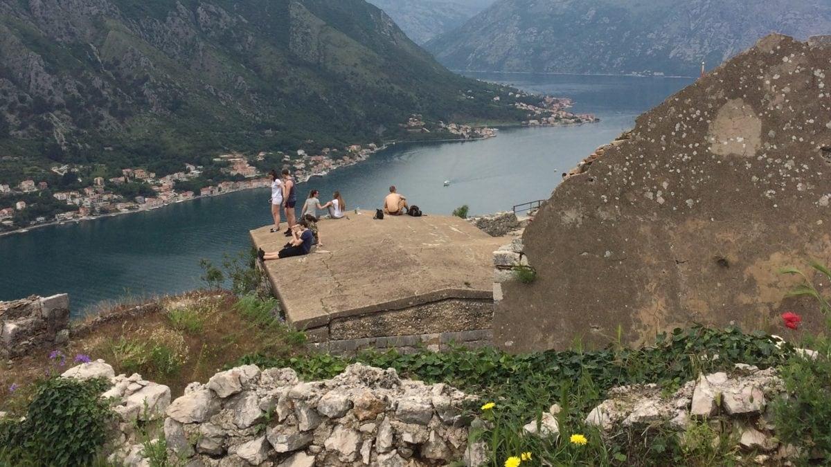 Jugendliche in der Bucht von Kotor