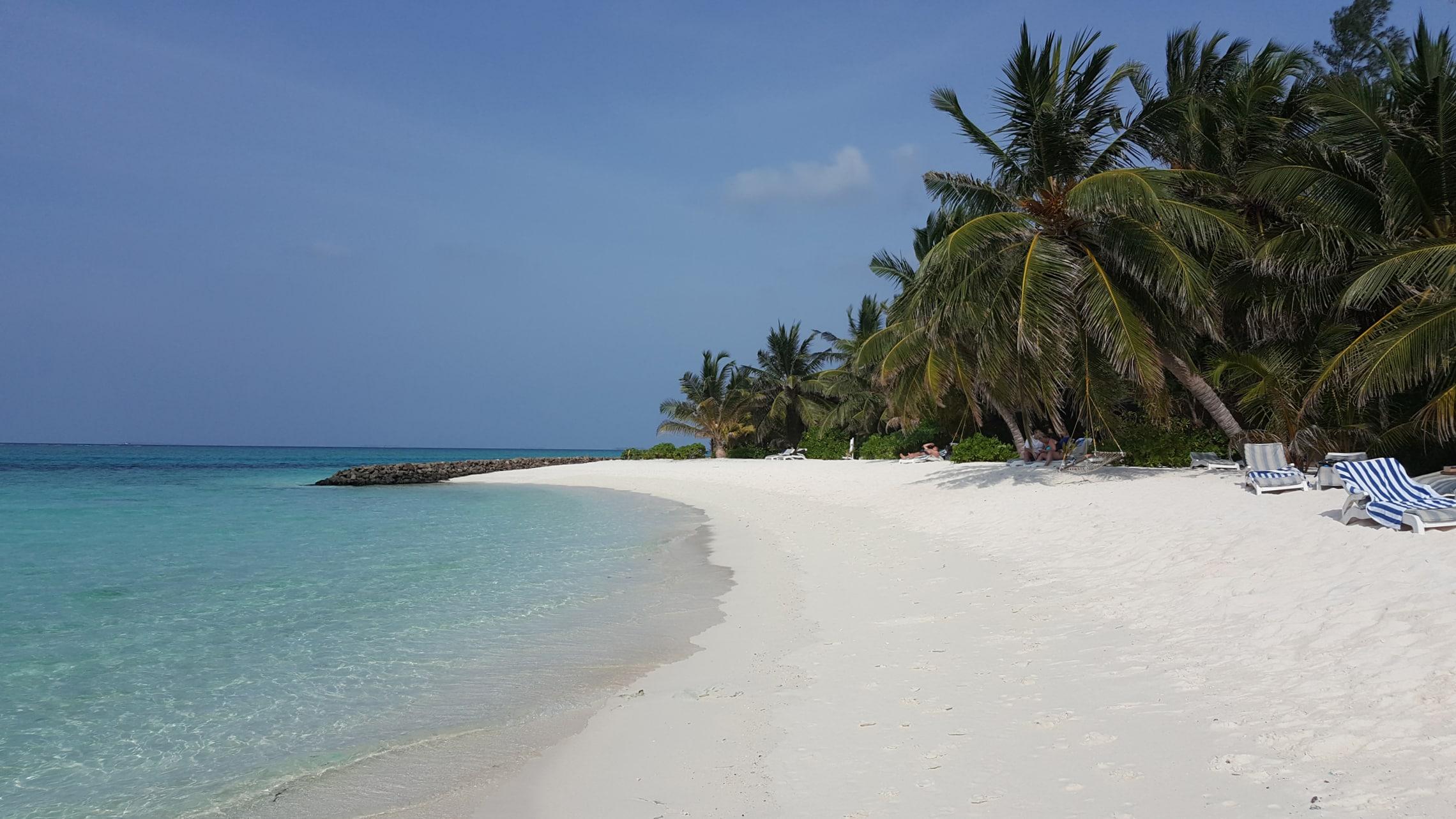 Postkartenidylle: Unser Strand auf der Hotelinsel