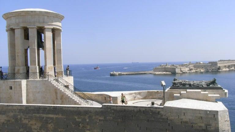 Hafenkulisse von Malta mit dem Glockenturm