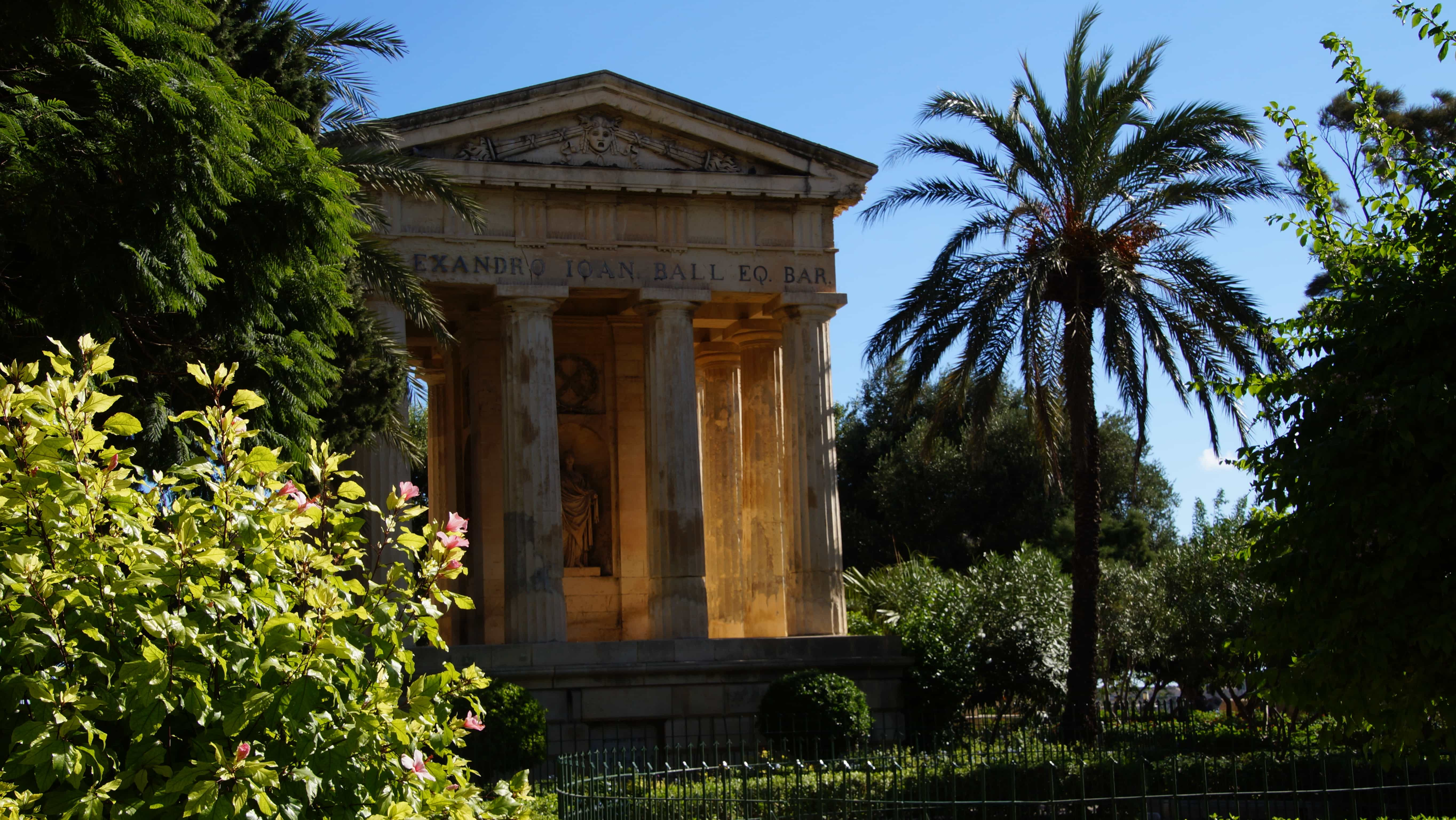 Ein historisches Gebäude in Valetta auf Malta