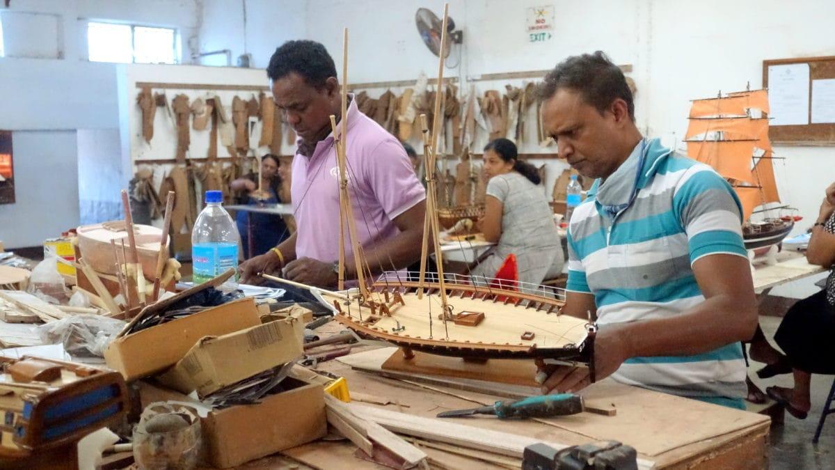 Männer bei der Arbeit im Historic Marine auf Mauritius