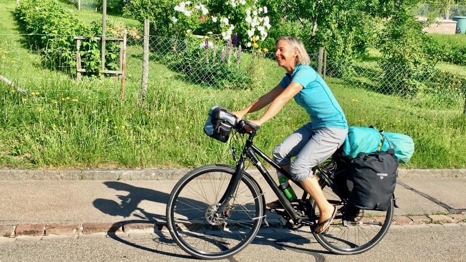 Miss Move Doro Staub auf dem Fahrrad