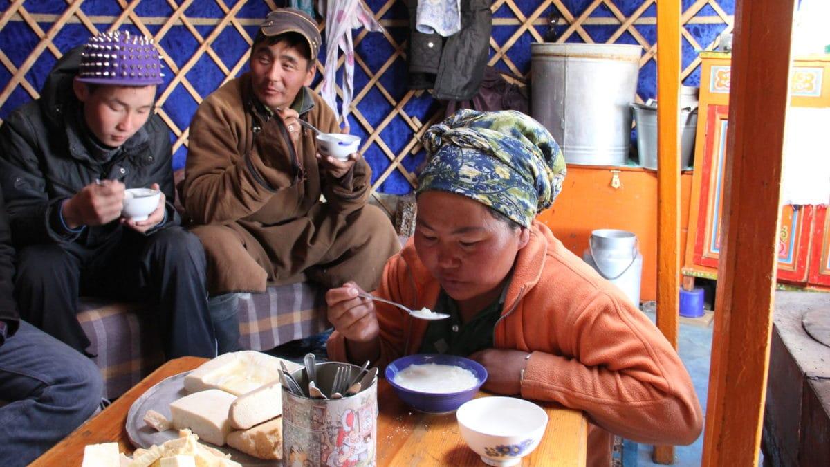 Gastfreundschaft in der Jurte in der Mongolei