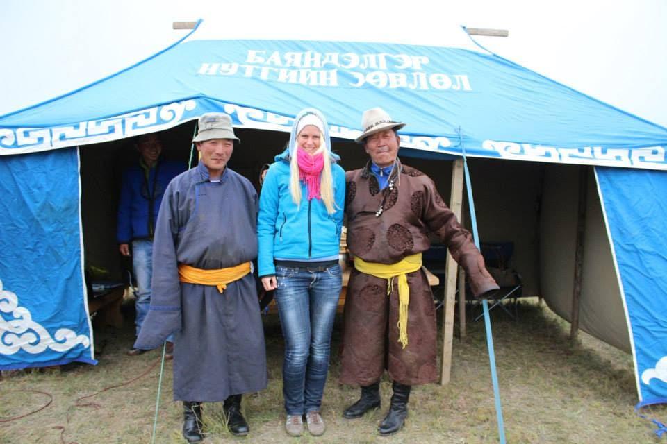 Birte dick eingepackt beim Nomads Day Fest in der Mongolei
