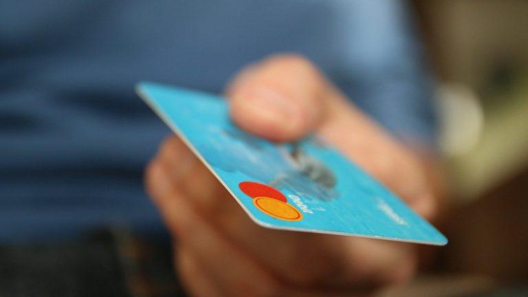 Was macht dein Geld eigentlich, während du um die Welt reist? Wenn du dein Konto bei einer nachhaltigen Bank hast nur Gutes.