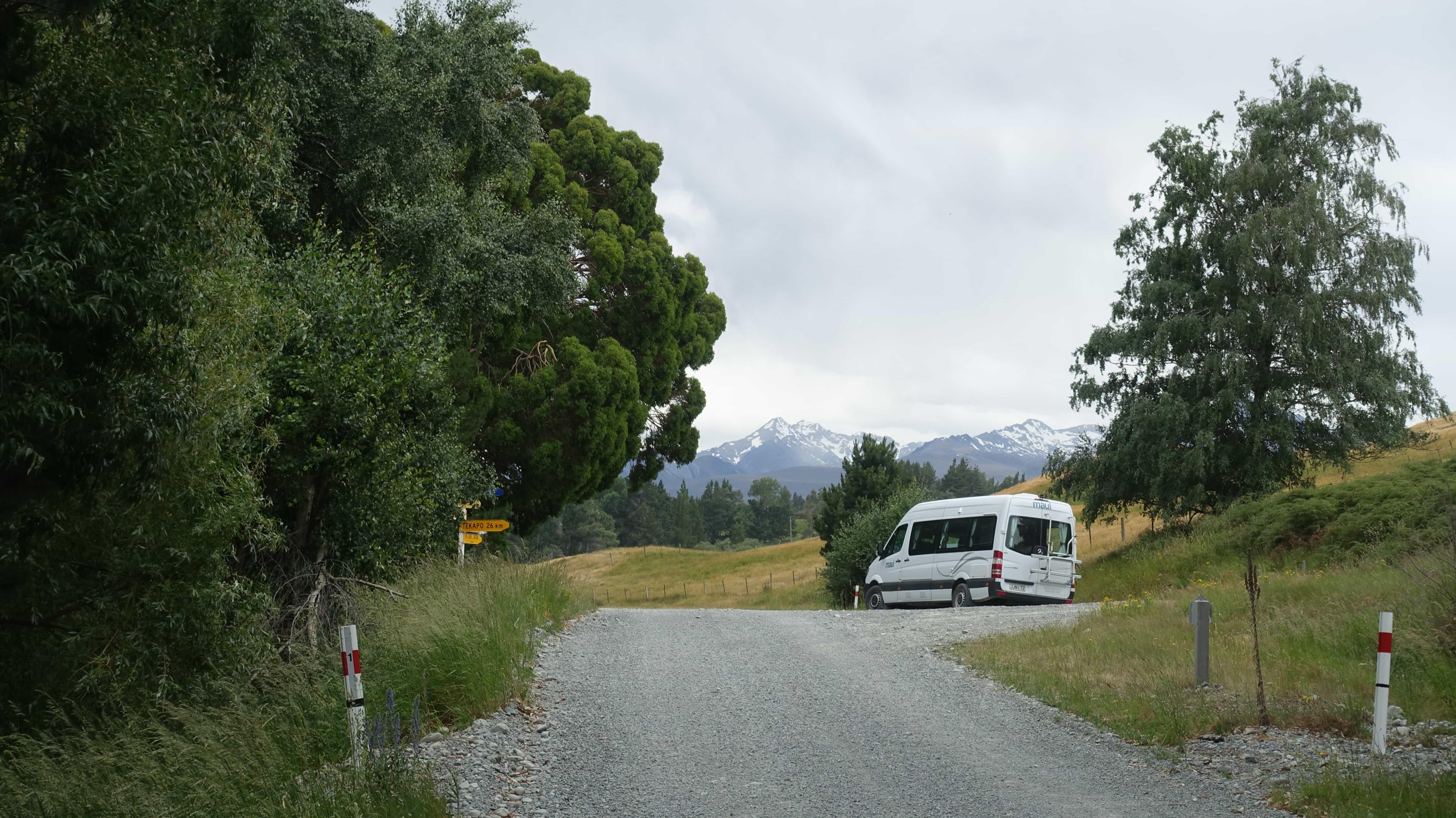 Der Maui Camper in Neuseeland an der Abzweigung nach Tekapo