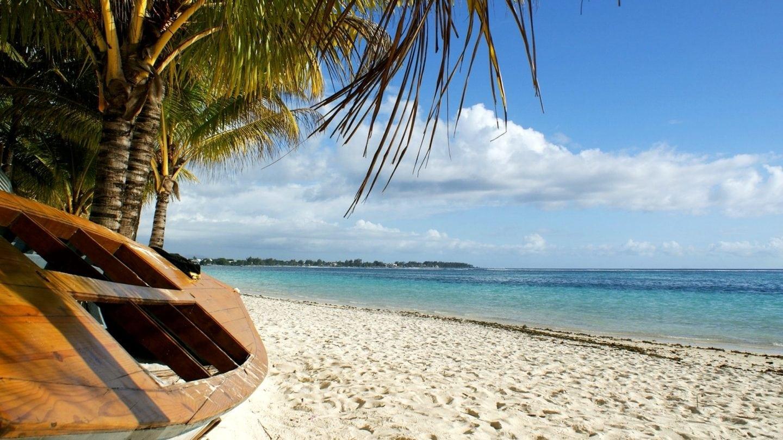 Boot am Strand von Mauritius