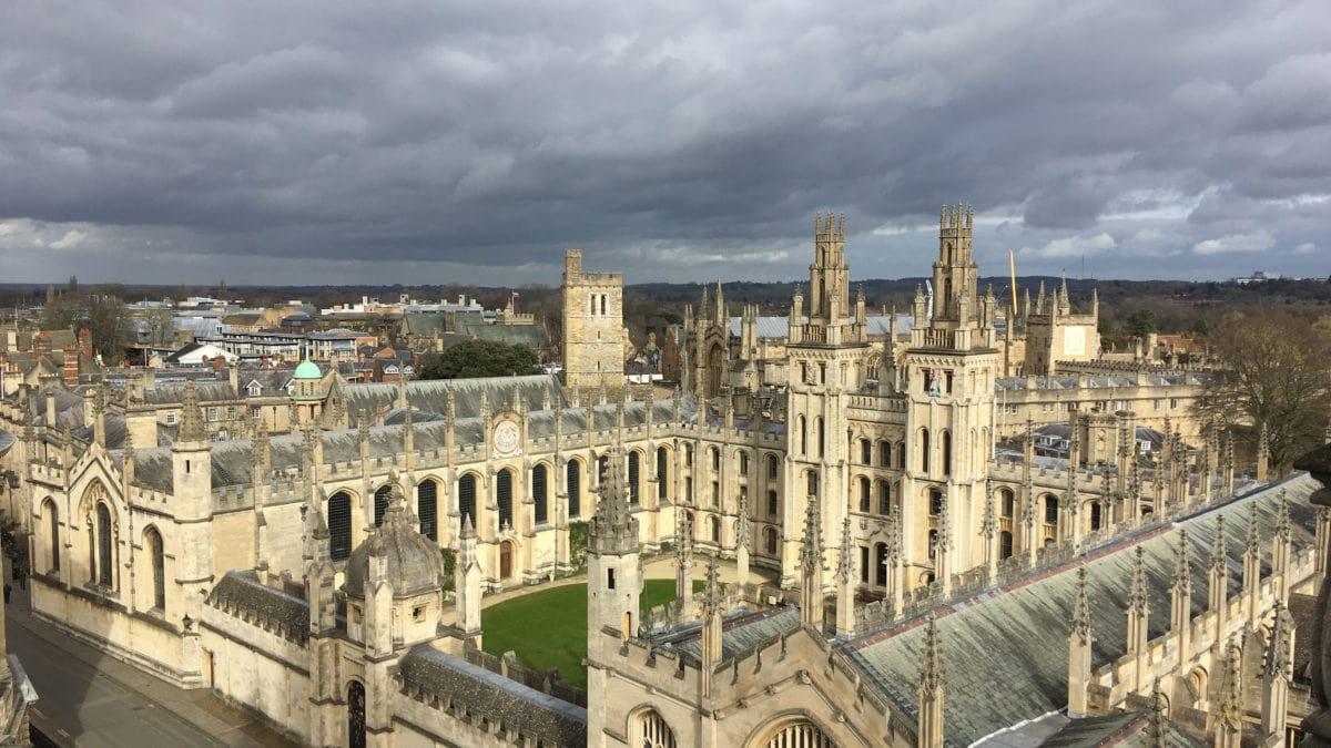 Ein Blick über das Trinity College von Oxford aus der Vogelperspektive