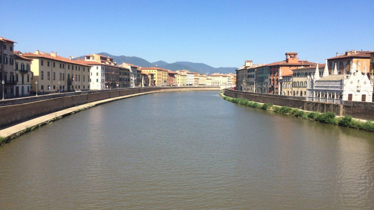 Am Flussufer in Pisa